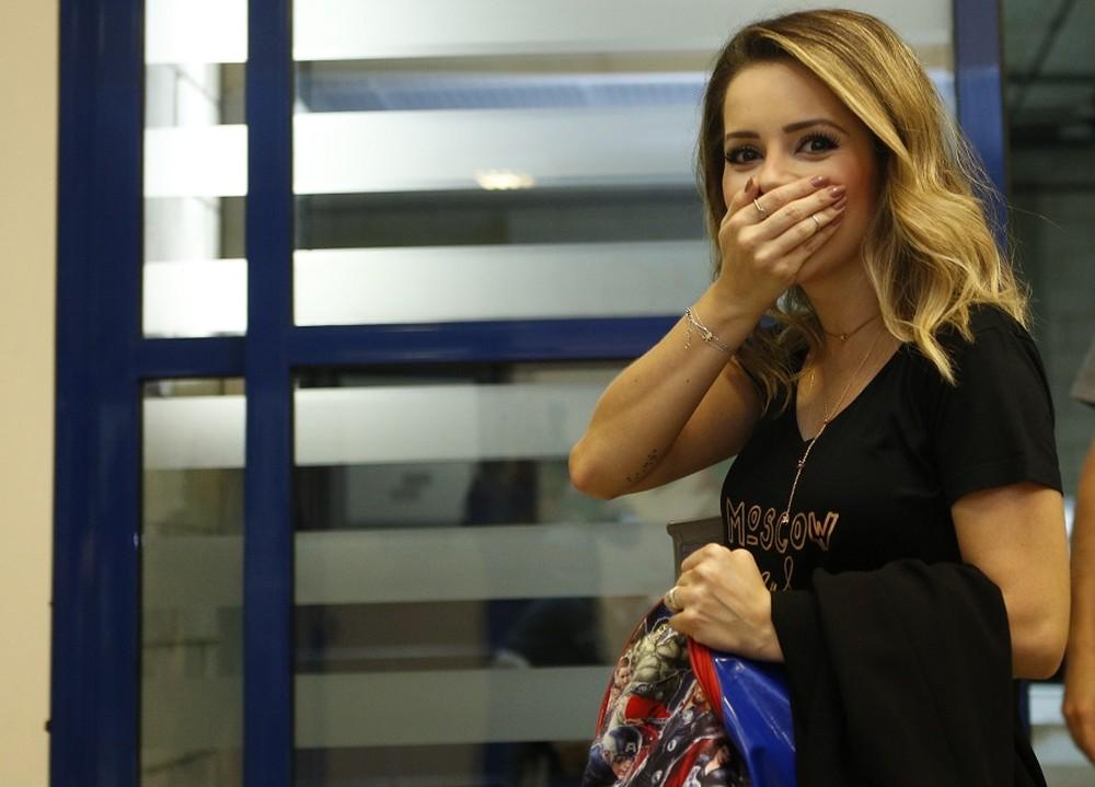 Sandy impressionada com a recepção dos fãs nos bastidores do 'Caldeirão' — Foto: Fabiano Battaglin/Gshow